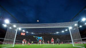 Arsenal aproveita erros do Liverpool e vence de virada em casa