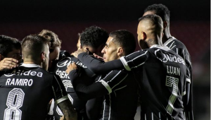 Corinthians vence Bragantino e se classifica para as semis do Paulistão