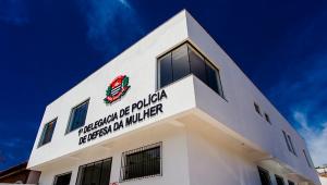 Bolsonaro sanciona lei que torna essenciais serviços de combate à violência doméstica