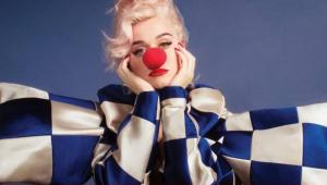 'Smile': Katy Perry adia lançamento de novo álbum e anuncia lives semanais