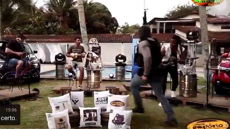 Tiroteio interrompe live do grupo Aglomerou no RJ | Jovem Pan