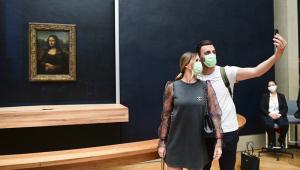 Museu do Louvre, em Paris, reabre após três meses e meio