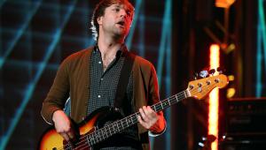 Baixista do Maroon 5deixa a banda após acusação de violência doméstica