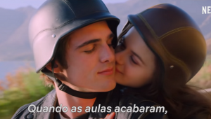 Elle está entre namoro à distância e novo affair no trailer de 'A Barraca do Beijo 2'