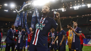Neymar completa três anos no PSG com oito títulos, golaços, lesões e polêmicas