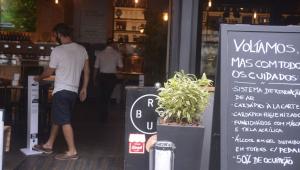 Restaurantes têm faturamento 85% abaixo em 1º final de semana abertos