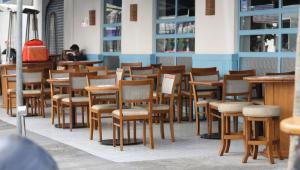Restaurantes seguem protocolo, mas ficam vazios no 1º dia de reabertura em SP