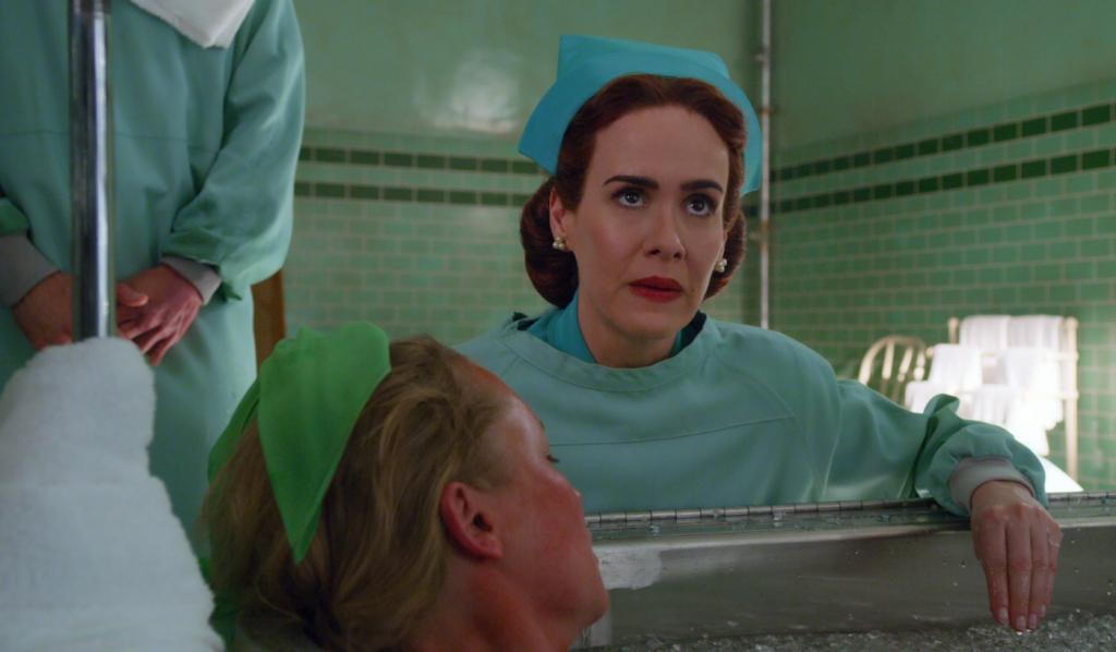 Sarah Paulson é destaque em imagens de 'Ratched', nova série de Ryan Murphy