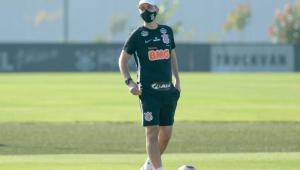 Tiago Nunes foca em defensores e tenta aprimorar saída de bola do Corinthians em treino
