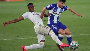 Real vence Alavés com boa atuação de brasileiros e se aproxima do título