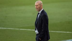 Zidane na beira do gramado