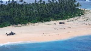 Marinha australiana resgata trio em ilha do Pacífico após SOS na areia
