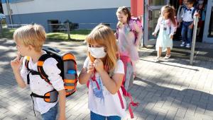 Reabrir escolas onde não há controle da Covid-19 pode piorar o problema, diz OMS