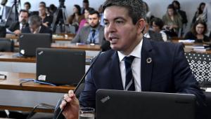Randolfe Rodrigues diz que gastos do governo 'não parecem justificados' e pede apuração