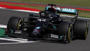 Hamilton roda na pista, mas garante pole em Silverstone