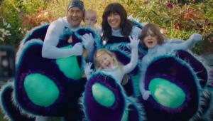 Alanis Morissette lança clipe com família durante a pandemia; assista