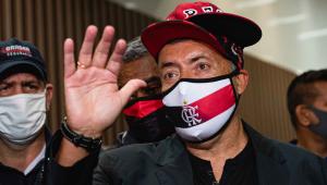 Domènec Torrent desembarca no RJ e afirma: 'Quero ficar por 4 ou 5 anos no Flamengo'