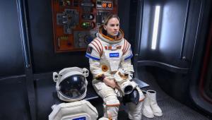 'Away': Hilary Swank é astronauta em Marte na nova série da Netflix; veja o trailer