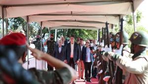 Bolsonaro afirma que conta com militares para superar obstáculos