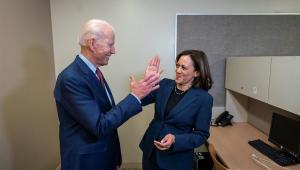 Biden escolhe senadora Kamala Harris como vice na disputa pela Casa Branca