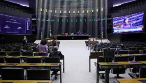 Câmara aprova admissibilidade de PEC que muda regra para prisão de parlamentares