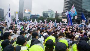 Apesar de alerta sobre a Covid-19, milhares protestam contra governo da Coreia do Sul
