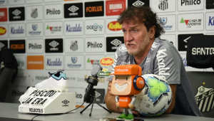 Apresentado, Cuca diz que chega 'sabendo dos problemas do Santos'