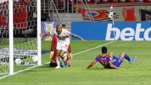 São Paulo não empolga, mas vence Fortaleza de Rogério Ceni por 1 a 0