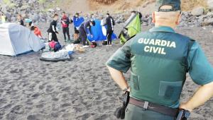 Autoridades das Ilhas Canárias desmontam 'acampamento para transmitir Covid-19'