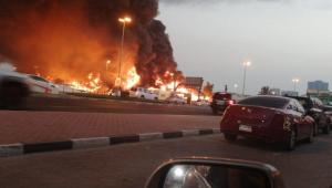 Incêndio de grandes proporções atinge mercado nos Emirados Árabes