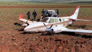 FAB intercepta dois aviões com 1,1 tonelada de cocaína no Mato Grosso do Sul