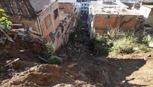 Rio de Janeiro: Deslizamento no morro da Mangueira desaloja 12 famílias