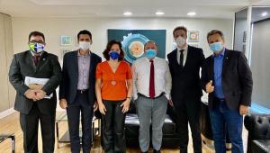 Pazuello recebe defensores de aplicação retal de ozônio contra Covid-19