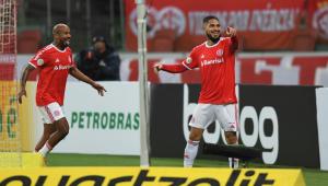 Em noite decisiva, Guerrero comanda vitória do Inter sobre o Santos