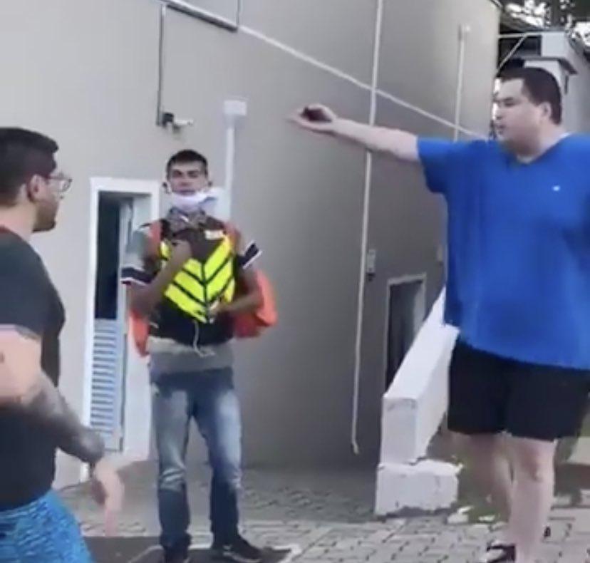 Homem que fez ofensas racistas a entregador alega que sofre de esquizofrenia – Jovem Pan