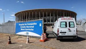 Futebol volta no DF em estádio com 147 pacientes internados por Covid-19
