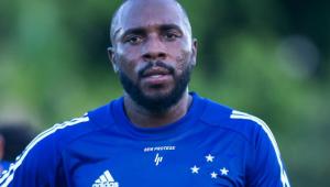 Manoel volta de empréstimo e é reintegrado ao elenco do Cruzeiro