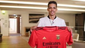 Pedrinho se apresenta ao Benfica e declara: 'Estou ansioso para trabalhar com Jorge Jesus'