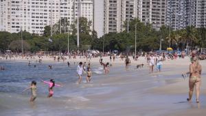 Cariocas contrariam regras da prefeitura em mais um dia de praias cheias