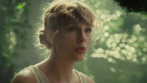 Taylor Swift é a primeira artista a emplacar topo da parada de álbuns e músicas ao mesmo tempo