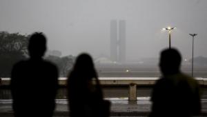 Após 118 dias de seca, chuva volta a aparecer em Brasília