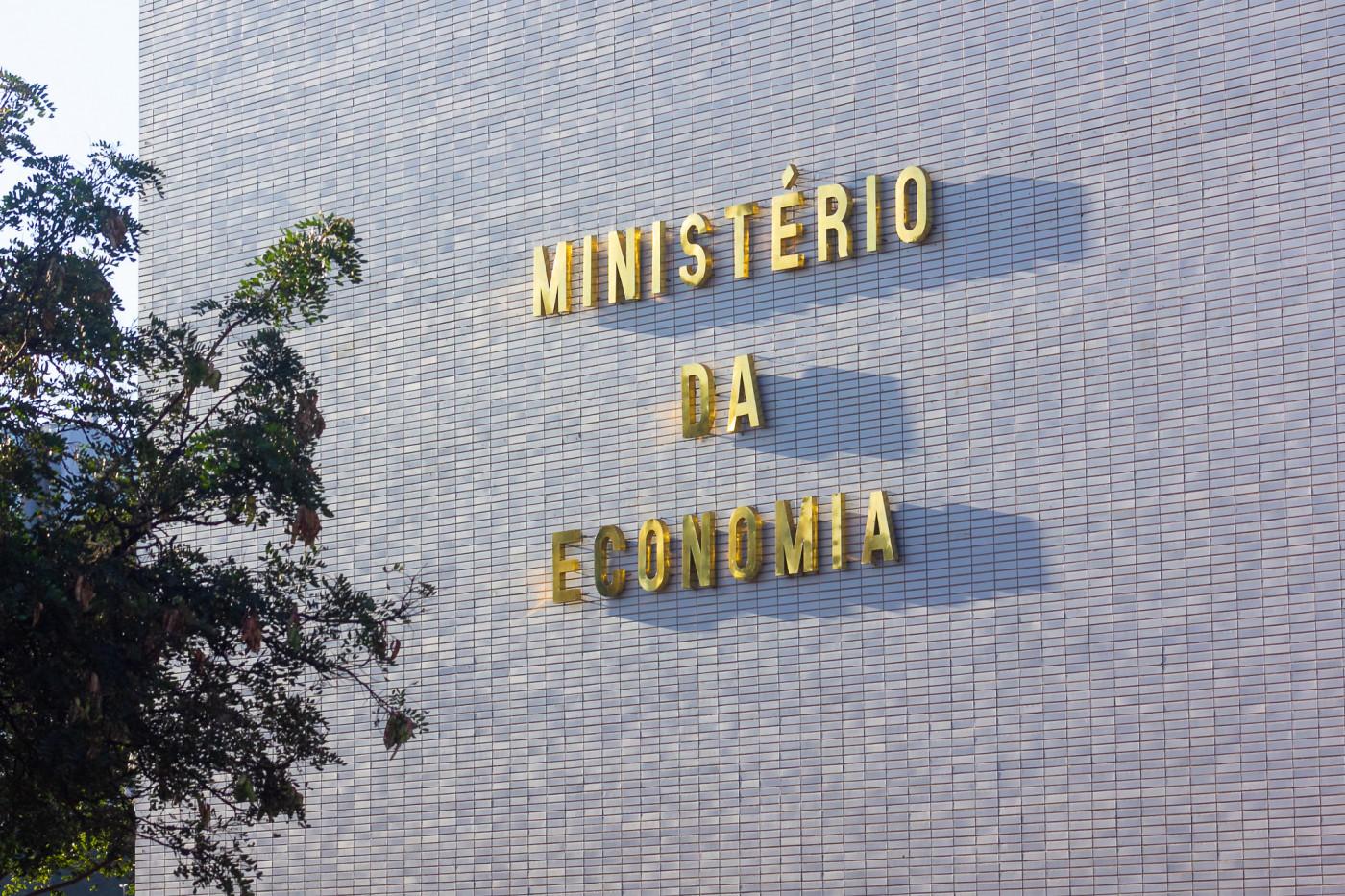 Equipe econômica estuda medida de aumentar gastos de combate à pandemia sem estourar regra de limite fiscal