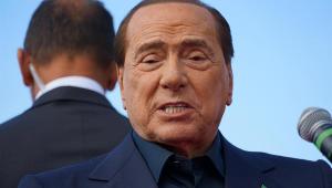 O ex-primeiro ministro italiano Silvio Berlusconi falando