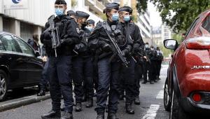 Suspeito de ataque com faca perto da antiga sede do Charlie Hebdo é preso