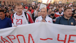 Belarus: Milhares protestam contra Lukashenko pelo sexto domingo seguido