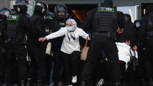 Belarus: Polícia prende mais de 100 pessoas em novo protesto contra Lukashenko