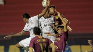 Corinthians joga mal e tem novo tropeço diante do Sport no Brasileirão