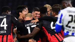 Eintracht Frankfurt bate o Hertha Berlim e assume liderança do Alemão