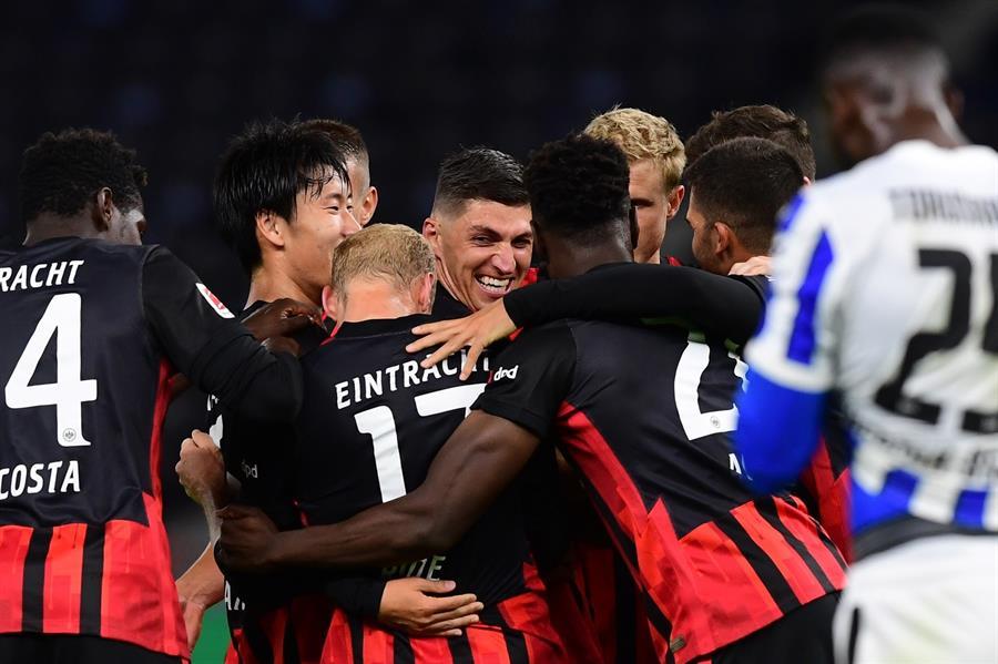 Eintracht Frankfurt bate o Hertha Berlim e assume liderança do Alemão – Jovem Pan