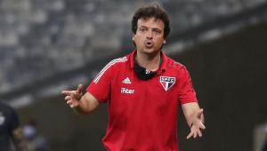Fernando Diniz responde críticos após goleada sobre o Fla: 'Hoje devo estar servindo'